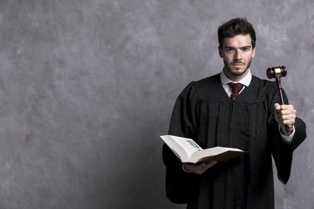 Différence de traitement entre les mineurs et les adultes dans les poursuites pénales