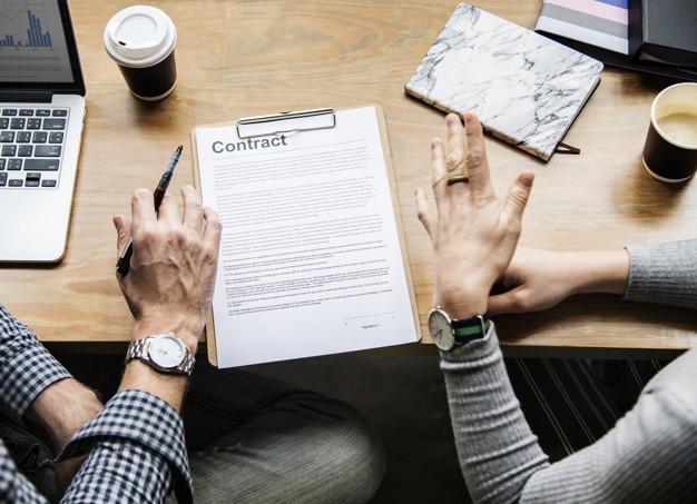 Le contrat administratif : caractéristiques et règles particulières
